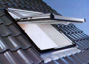 Tende abbaini apertura a bilico finestre per tetti for Finestre per abbaini